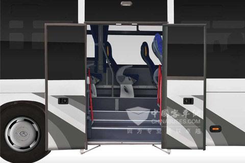 贯通式行李舱,提供超大承载空间