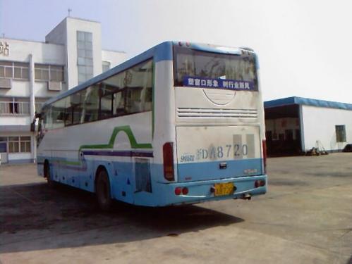 本公司有卧铺客车05年7月分上牌的,玉柴发动机300马力,有空调的和暖气