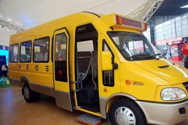 南京依维柯宝迪A42小学生专用校车(柴油22座)