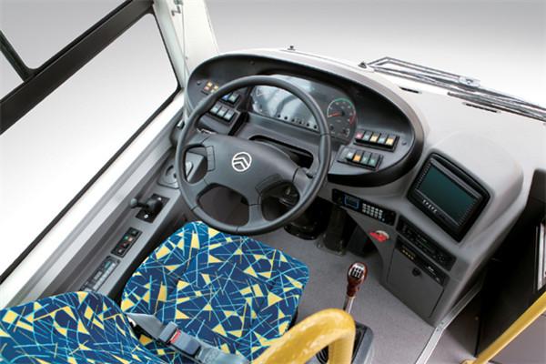 金旅XML6105JEVC0C1公交车