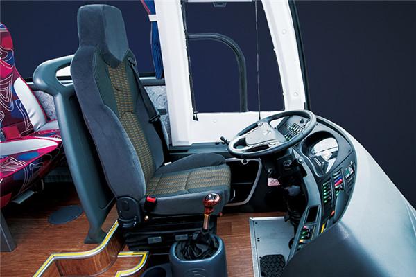 金龙XMQ6821CYN5C客车