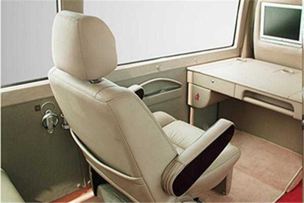 安凯HFF6700KDE5FB2客车