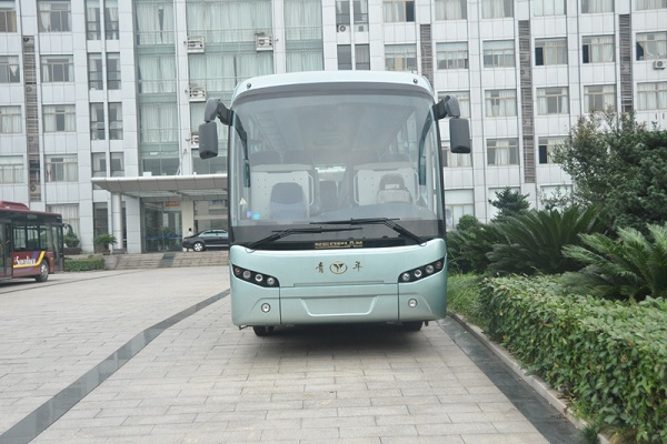 青年JNP6108LBEV客车(纯电动24-47座)
