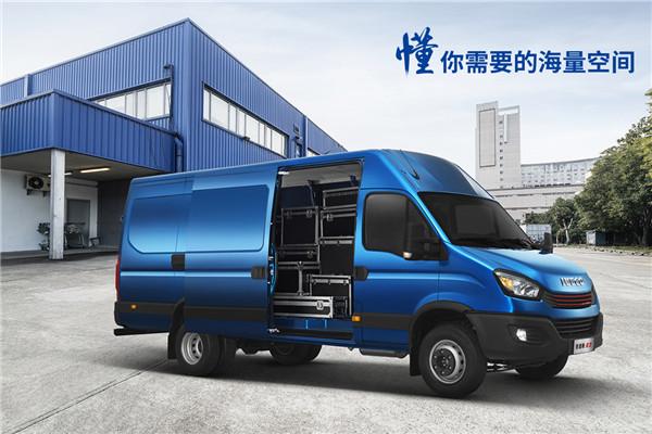南京依维柯NJ5045XXYE2E厢式运输车(柴油国五3座)