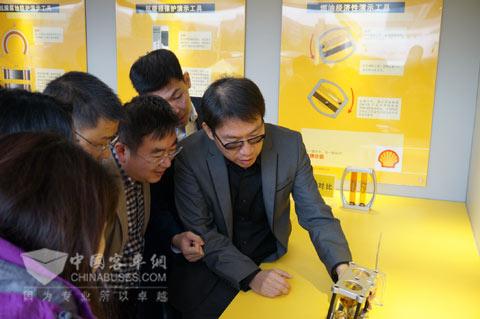 黄御龙总监讲解壳牌润滑油的发动机清洁性能