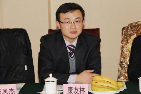 中国客车网副主编康友林主持座谈会