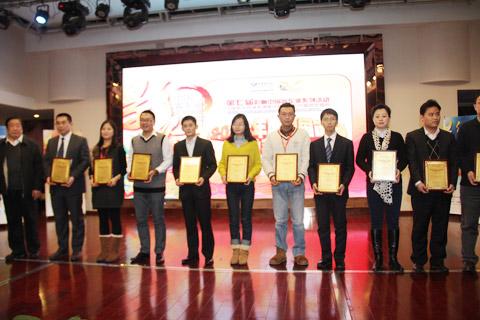 2013年度中国市场推荐客车获奖企业代表领奖